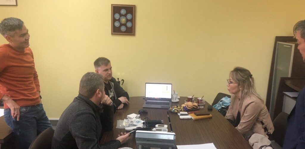 discussing IDIS2GO devices in Kazakhstan